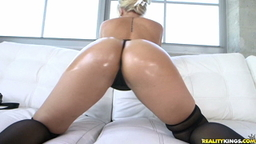 Veronica Dean gets her tight pussy fucked